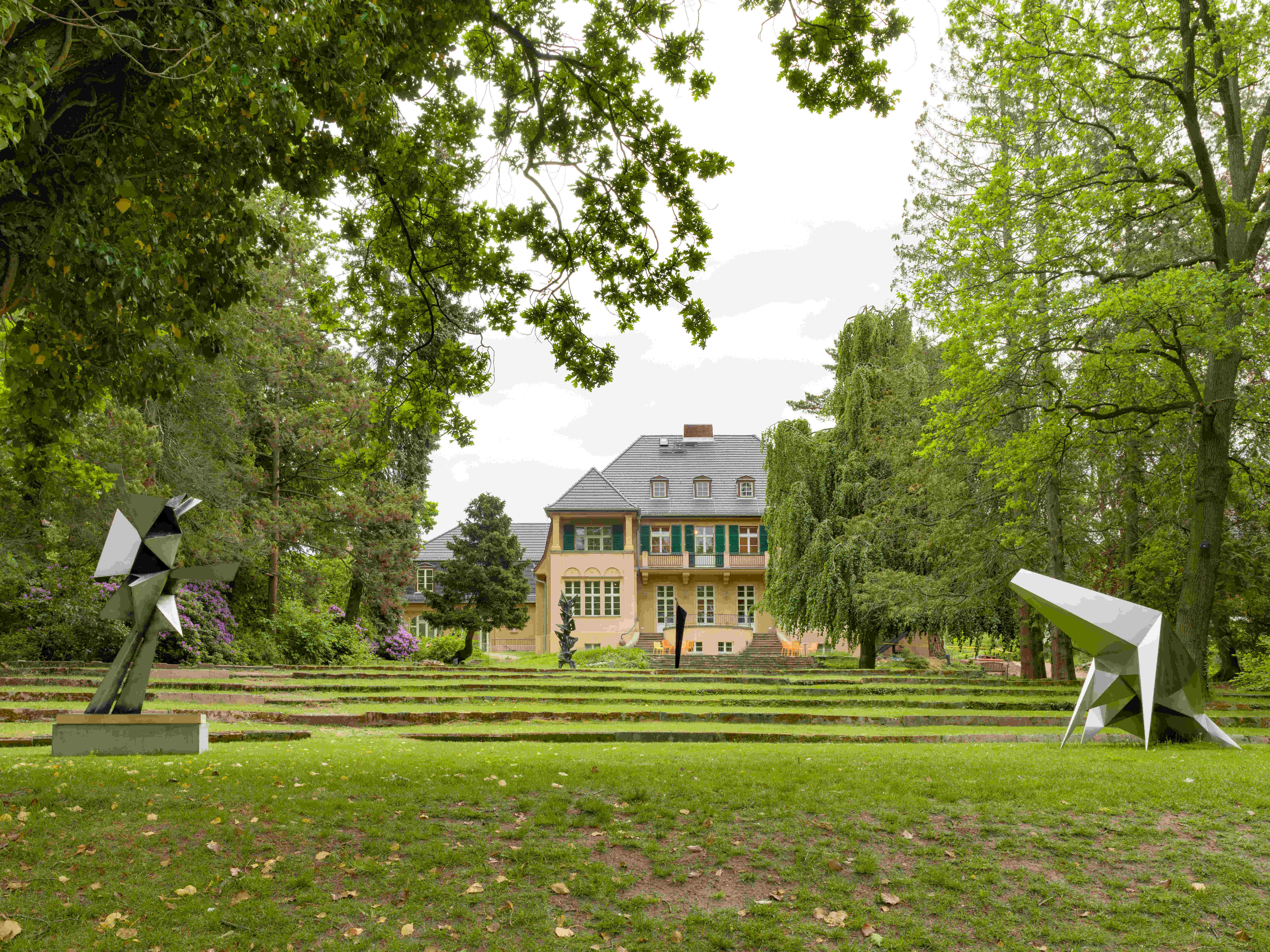 Außenansicht 1_Biester der Zeit_Haus am Waldsee