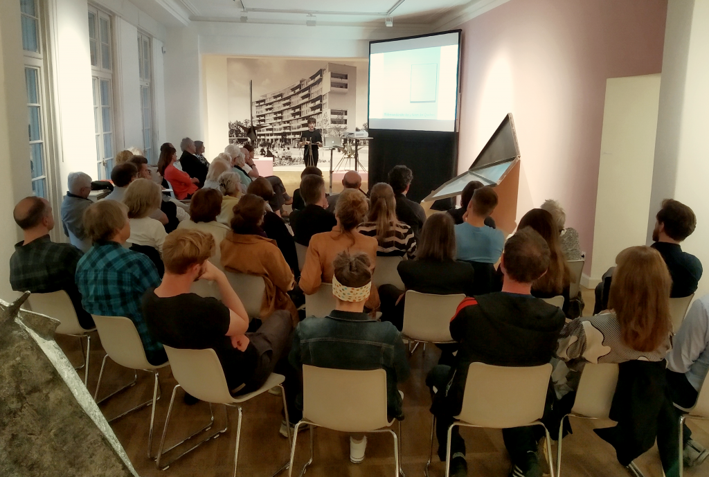 Lecture on sculpture and the works of Katja Strunz